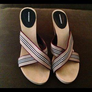 Burberry wood sole platform sandals size 40 EUC